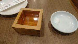 優勝祝いの日本酒と塩