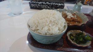 ナニコレ食堂まんが日本昔話のような大盛りご飯